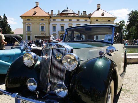 Výstavní plocha - nejstarší auta